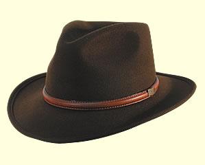 Cappello country tesa larga colore scuro cinturino pelle