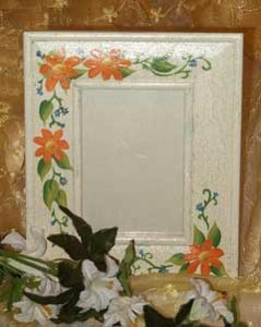 Portafoto country bianco con motivi floreali